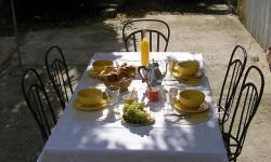 Petit déjeuner servis en terrasse